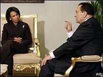 Condoleezza Rice (izq) y  Hosni Mubarak
