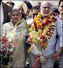 Kashmir Singh and his wife, shortly after being reunited