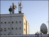 Спутниковые антенны на здании туркменской государственной телекоммуникационной компании