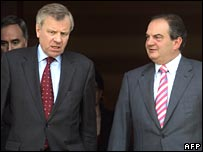 Nato Secretary General Jaap de Hoop Scheffer (L) with Greek PM Costas Karamanlis