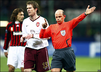 Hleb shows his displeasure at the referee's decision