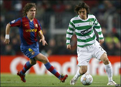 Carles Puyol approaches Shunsuke Nakamura