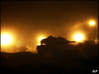 Israeli tanks near the Israel-Gaza border (4 March 2008)