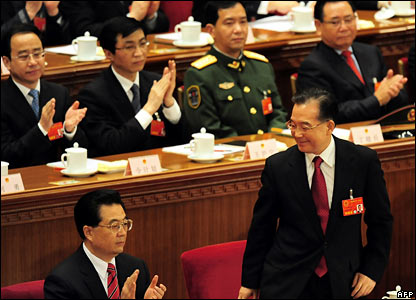 Chinese President Hu Jintao (L) and top leaders applaud as Premier Wen Jiabao (R) steps away to deliver his speech