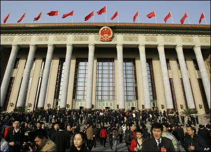 Delegates and journalists crowd the square outside Beijing's Great Hall of the People, 5 March 2008