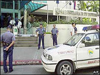 Police guard the Australian embassy in Manila (file picture)
