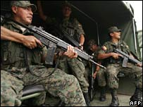 Ecuadorean troops ready to patrol along the border with Colombia