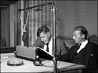 Уистен Хью Оден и Ханс Вернер Хензе в студии Би-би-си в 1961 году