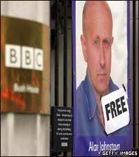 Póster de Alan Johnston en la entrada de la sede del Servicio Mundial de la BBC