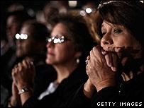 Democratic supporters listen to Barack Obama 04/03/2008