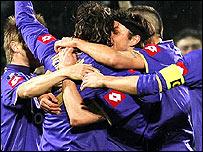 Fiorentina celebrate Zdravko Kuzmanovic's opener