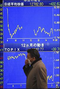 Tablero de la bolsa de Tokio, AP
