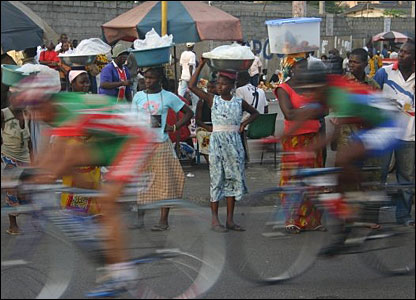 Spectators watch push bike racers in Abidjan, Ivory Coast
