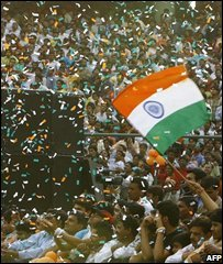 Crowds welcome India's cricketers home