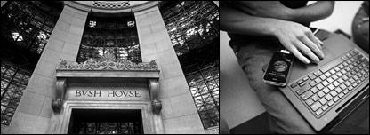 Entrada de Bush House, sede del Servicio Mundial de la BBC, en el centro de Londres. A la derecha, una computadora