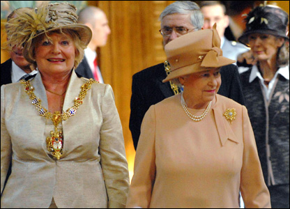 Lord Mayor of Swansea Susan Waller and HM Queen Elizabeth