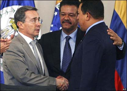 President Uribe, the Dominican Republic's President Leonel Fernandez, and Venezuela's President Chavez at the Rio Group Summit in Santo Domingo on Friday