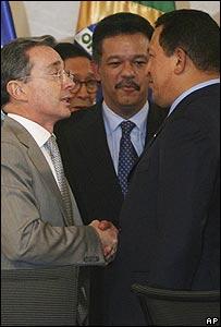 De izq. a der.: Álvaro Uribe, Leonel Fernández y Hugo Chávez