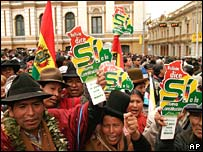 Farmers who support the draft constitution rally in La Paz on 29 February