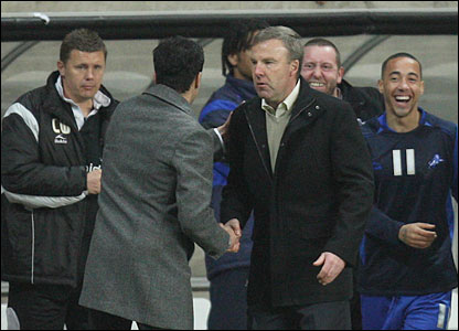 Swansea manager Roberto Martinez fronts up to shake the hand of Millwall boss Kenny  Jackett, who was once in charge of him at the Liberty Stadium
