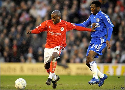 Jamal Campbell-Ryce holds off Shaun Wright-Phillips
