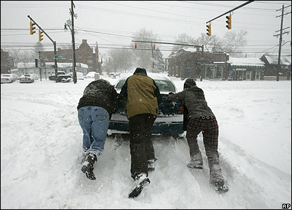 A motorist gets help in Columbus, Ohio, 8 March 2008