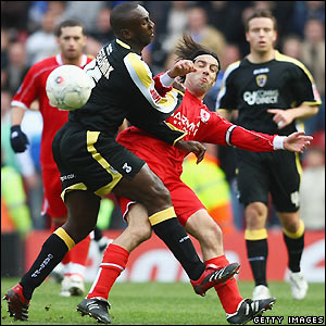 Hasselbaink tangles with Julio Arca
