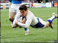 Anthony Floch scored the first try for France in Paris on Sunday