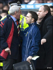 Managers Walter Smith (left) & Mixu Paatelainen clash