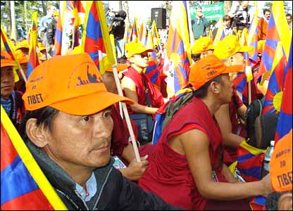 Marchers in Dharamsala, India