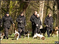 Police dogs search Crow Nest Park for traces of Shannon Matthews