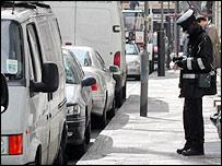 Agente de control de estacionamiento