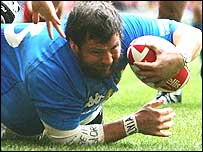 Martin Castrogiovanni scores a try for Italy in this year's Six Nations