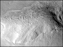 Curved ridge possibly carved by ice (Image: Nasa/JPL/University of Arizona)