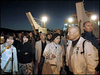 Passengers evacuated from the Giorgis arrive in Poros (13 March 2008)