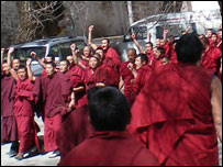 Monks protesting at Sera monastery (image: eyewitness John), 12/03