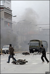 Rioters in the Tibetan city of Lhasa, 14/03