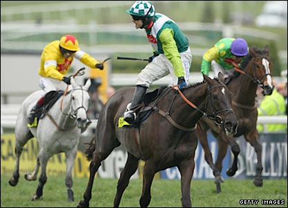 Sam Thomas rides Denman to victory in the Gold Cup. Neptune Collonges (left) and Kauto Star (right).