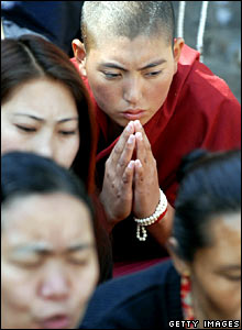 Exiled Tibetan protesters take part in a prayer vigil in Kathmandu on 15 March 2008