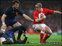 Shane Williams dances past the France defence