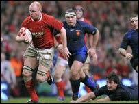 Martyn Williams scores against France to confirm Wales' Grand Slam win
