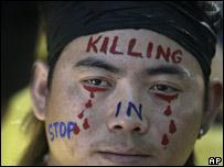 Tibetano participa de una protesta en Nueva Delhi, India (16/03/08)