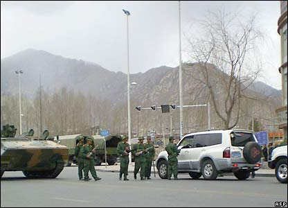 Chinese security forces in Lhasa - 16/3/08