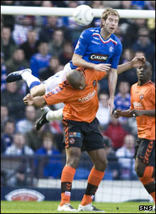 Kirk Broadfoot (top) climbs to win the ball ahead of Dundee Utd's Mark de Vries