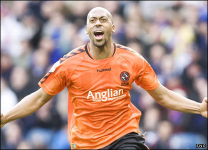 De Vries celebrates putting Dundee United into the lead in extra-time
