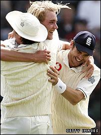 Michael Vaughan (left), Stuart Broad and James Anderson