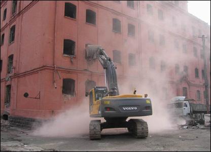 Разрушение тюрьмы в Тбилиси