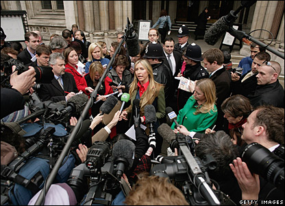 Heather Mills surrounded by the media