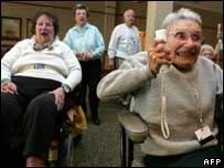 Retirement home residents playing Nintendo Wii, AFP