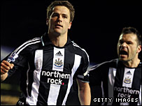 Michael Owen and Mark Viduka celebrate Newcastle's equaliser